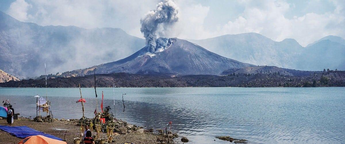 جبل رينجاني لومبوك اندونيسيا