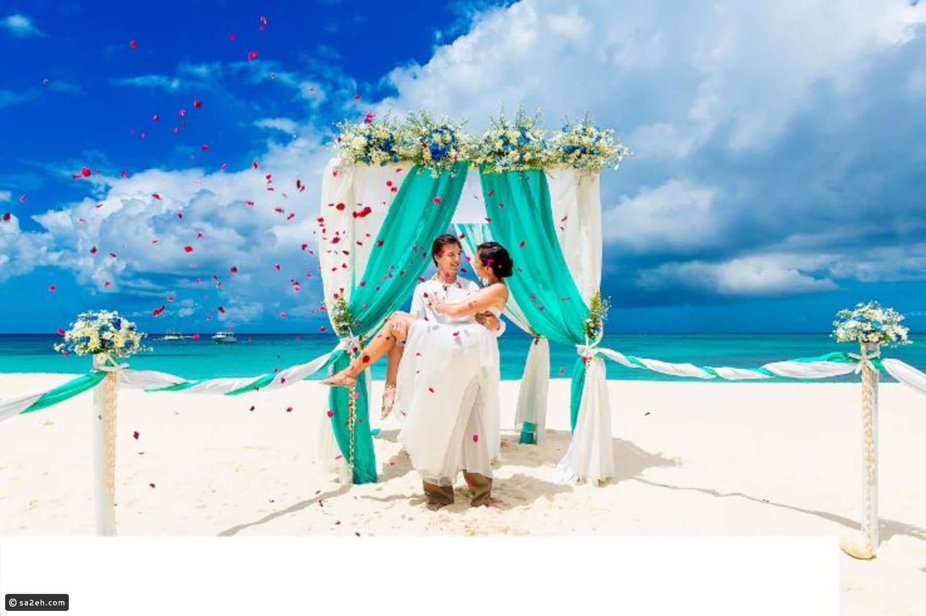 Compare honeymoon in the Maldives and Turkey