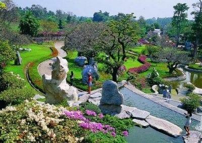 حديقة صخرة المليون سنة ومزرعة التماسيح