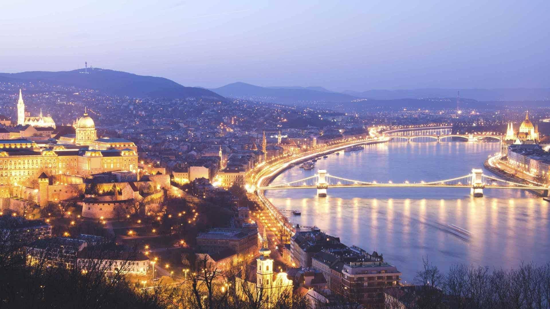 دليل السائح إلى بودابست (1)