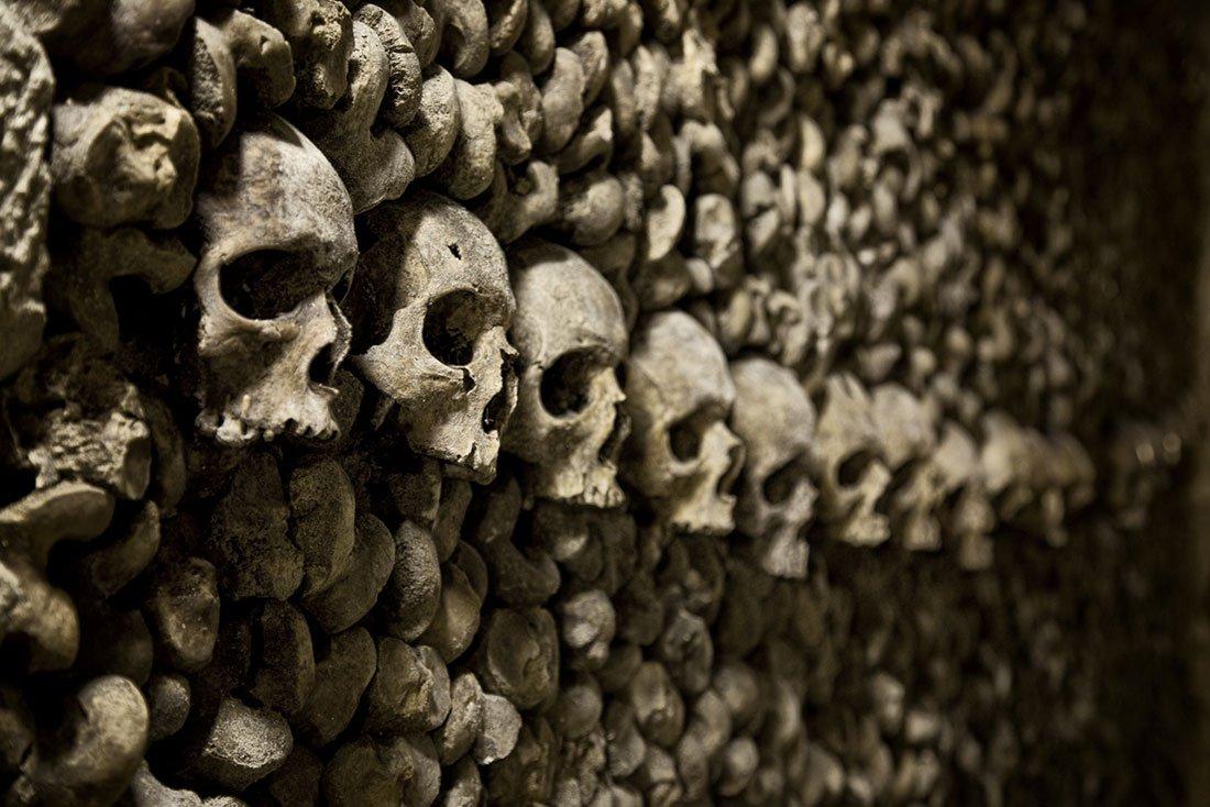 تعرف علي سراديب الموتي بباريس | السياحه فى سراديب الموتى فى باريس