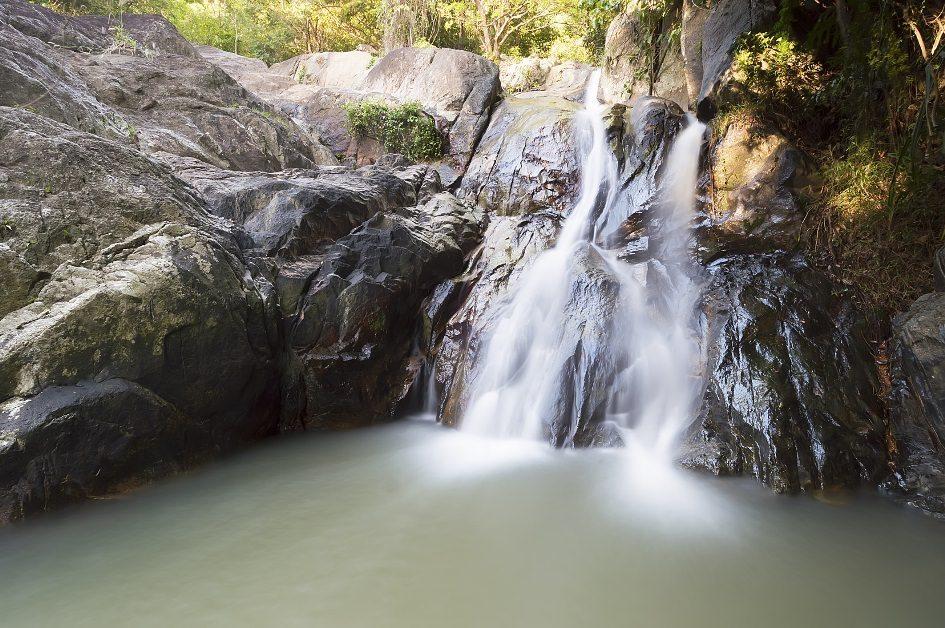 شلالات-نامونغ-في-جزيرة-كوه-ساموي