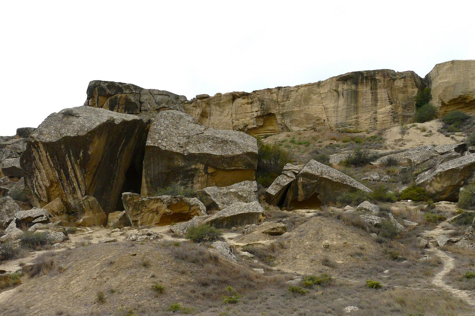 جوبوستان ومتعه البراكين الطينية