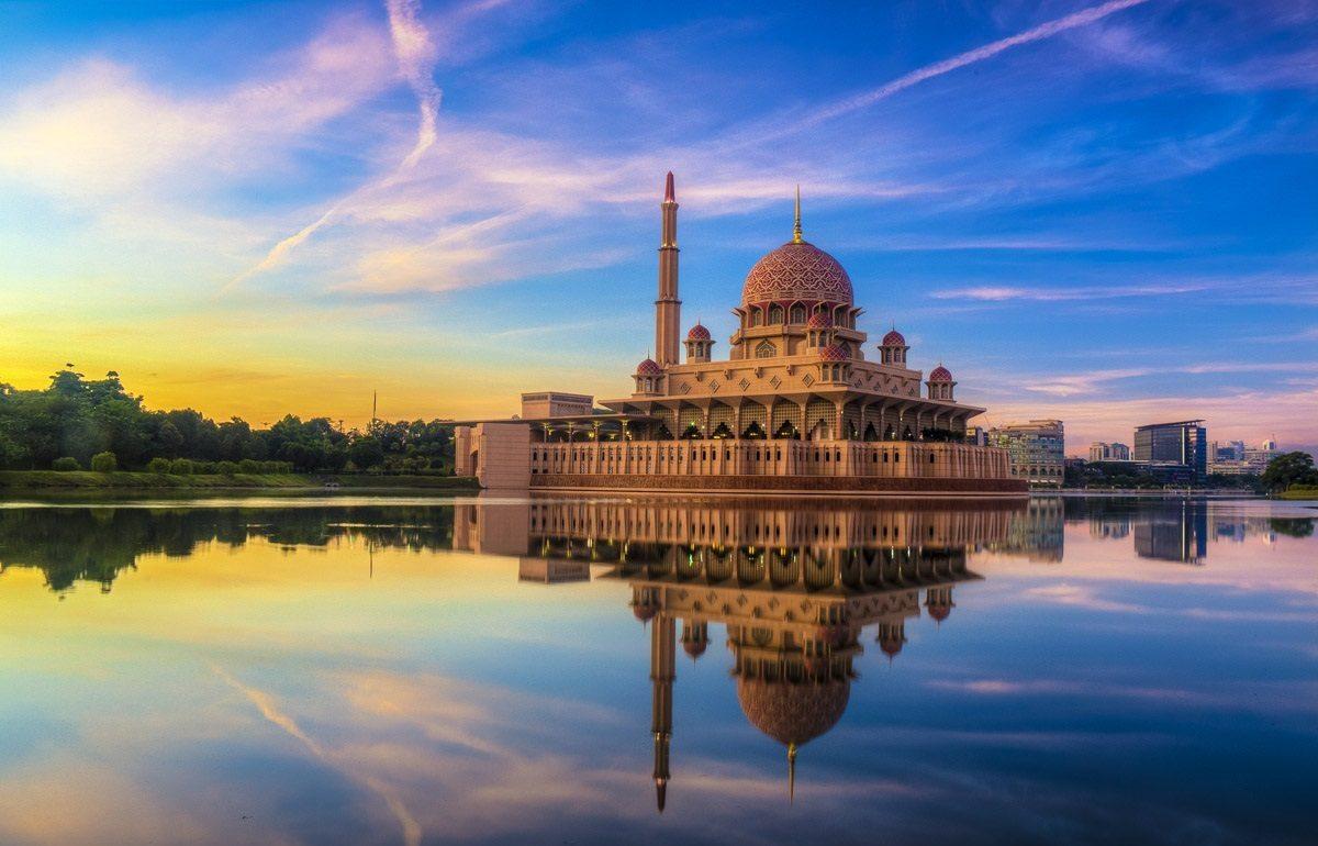 مسجد بوترا تحفة معمارية اسلامية في سيلانجور ماليزيا
