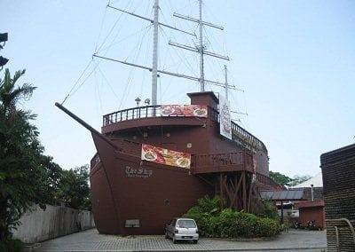 مطعم السفينة جز&#1