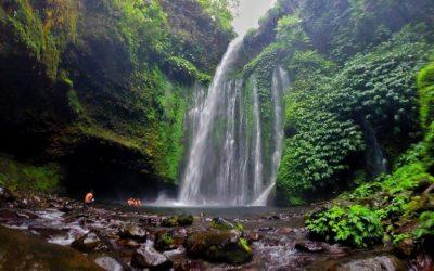 Turi air terjun Klip Teo di Lombok