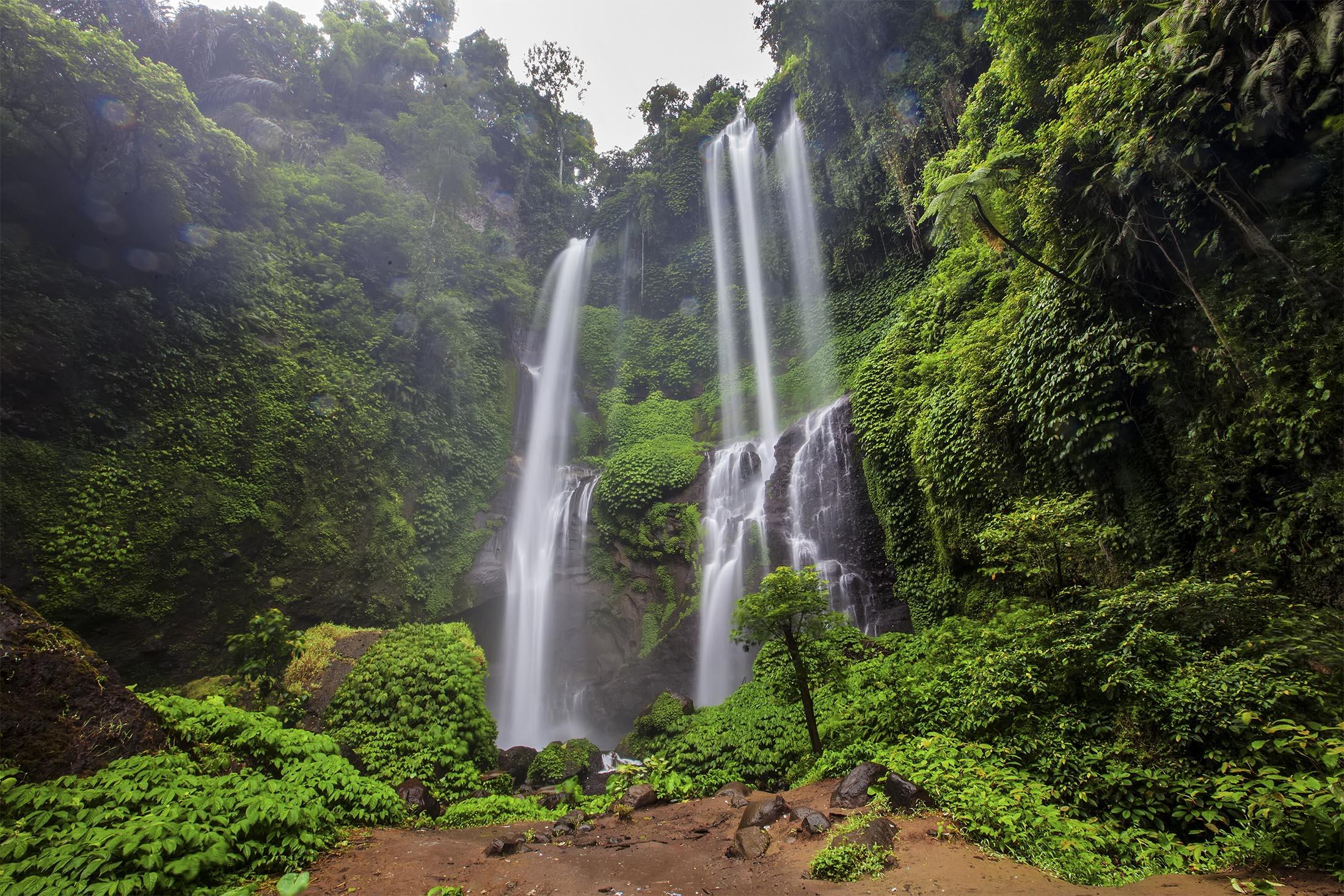 تعرف علي أعلى شلالات  في إندونيسيا