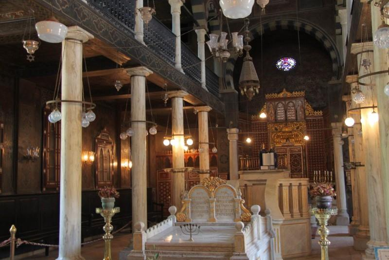 معبد بن عزرا بمجمع الاديان