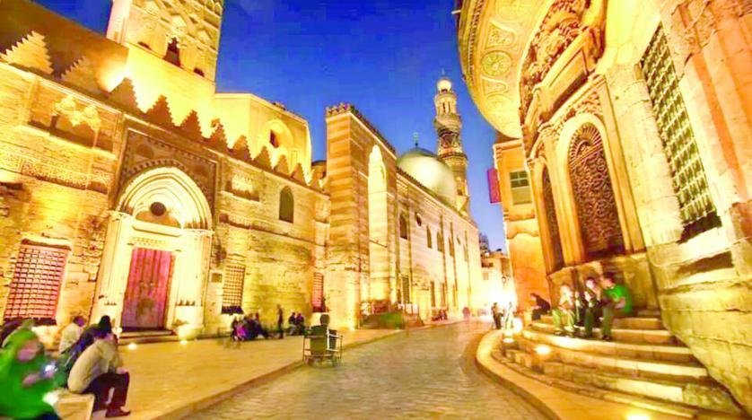 اكتشف حى الحسين بالقاهرة
