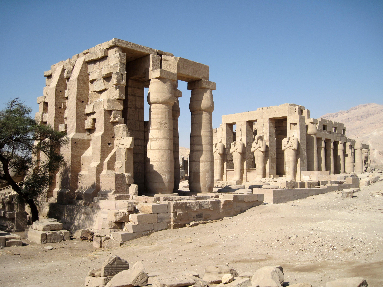 Kuil Ramessum Luxor Besar