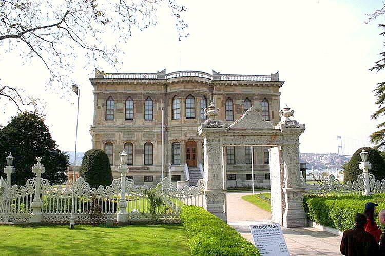 أنشطة في قصر إينالي كاواك أسطنبول تركيا
