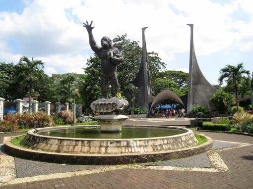 حديقة الحيوانات راغونان اندونيسيا