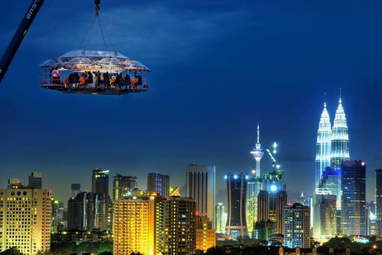 العشاء المعلق في دبي