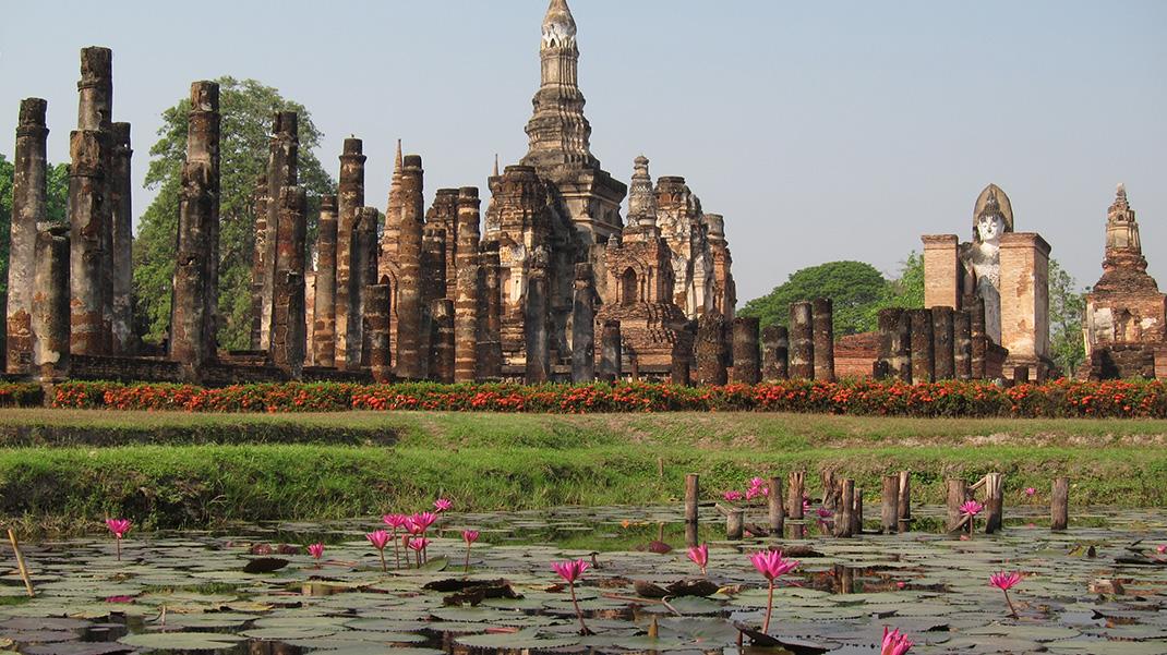 السياحه فى مدينة أيوثايا الاثريه فى تايلاند