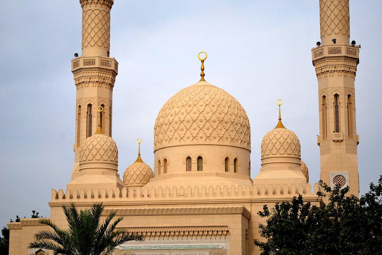 مسجد جميرا ابو منارتين دبى