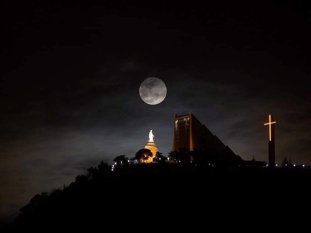 اهم الانشطة السياحية فى مزار سيدة لبنان الشهير وهو من اشهر المعالم السياحية فى لبنان