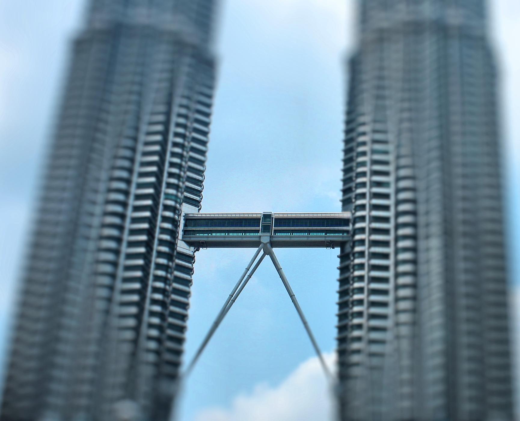 اهم الانشطة عند البرجين التوأمين بتروناس في ماليزيا | برجا بتروناس ماليزيا