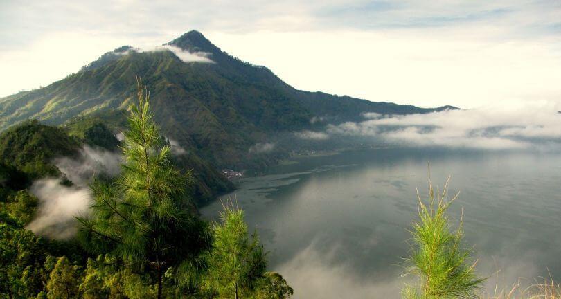 بحيرة باتور في جزيرة بالي
