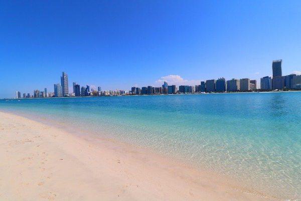 أنشطة في شاطئ البطين أبو ظبي
