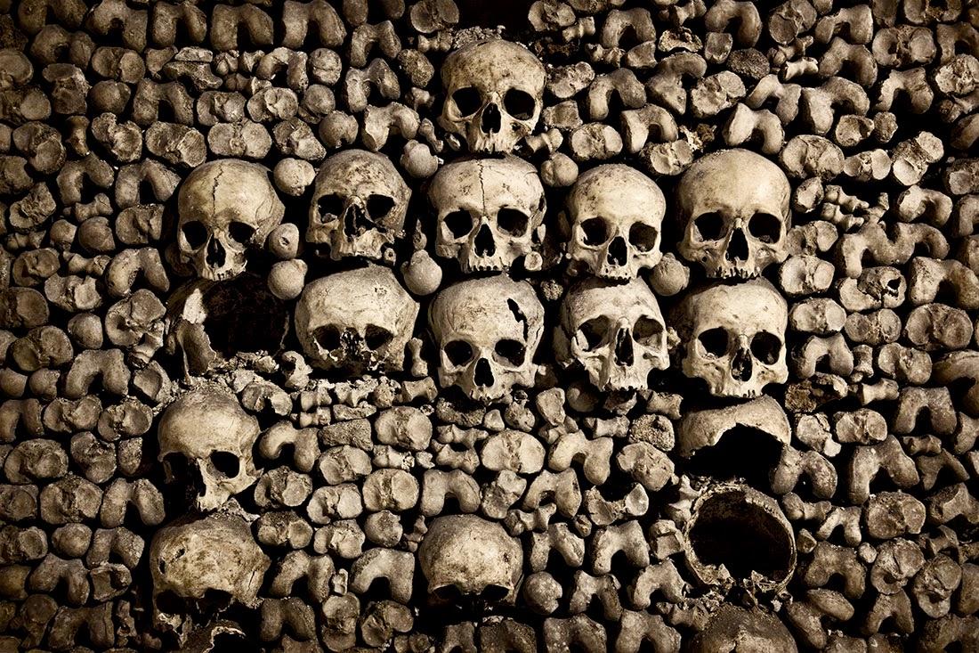 تعرف علي سراديب الموتي بباريس | السياحه فى سراديب الموتى فى باريس لي سراديب الموتي بباريس