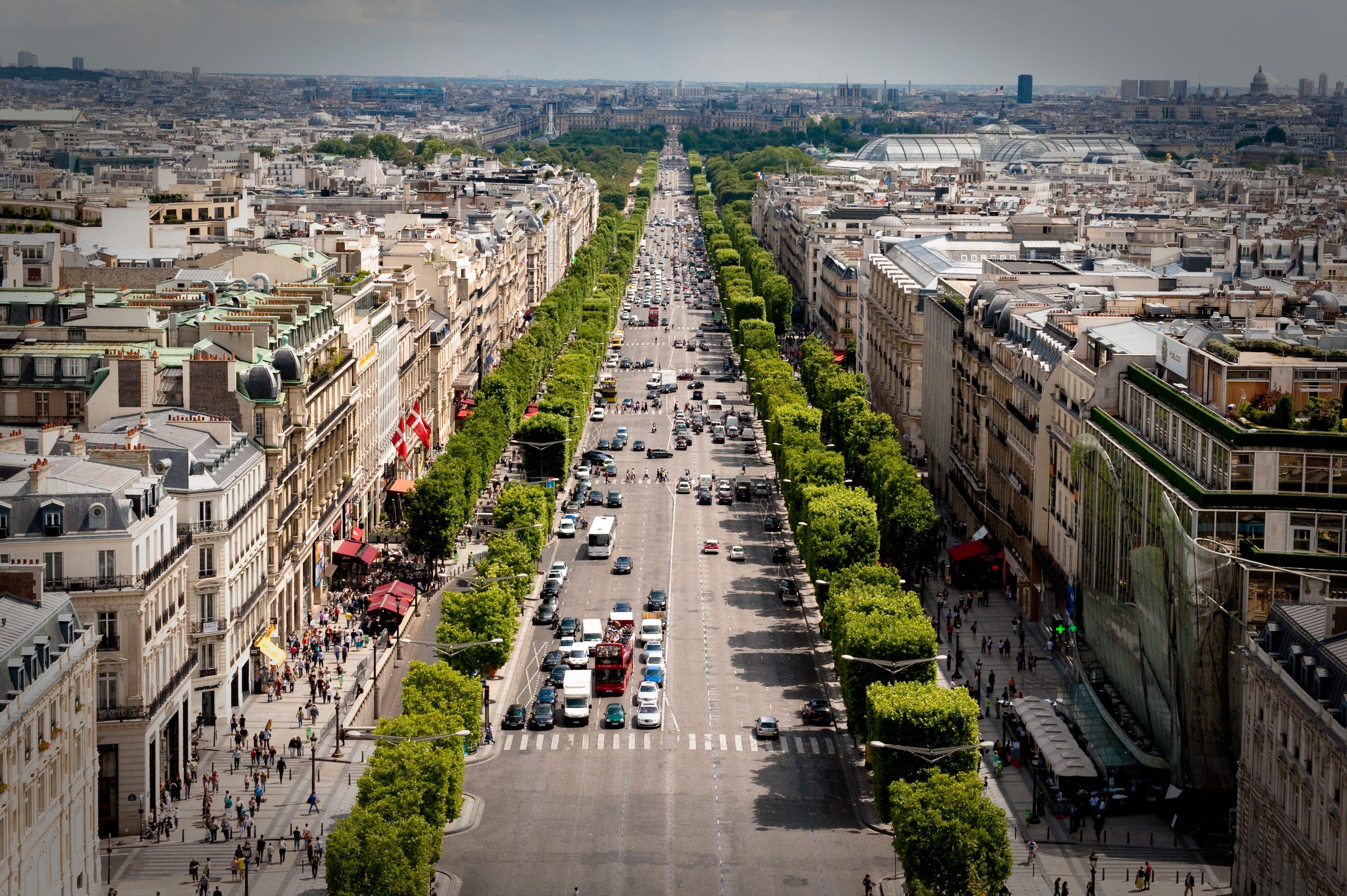 شارع الشانزلزيه باريس