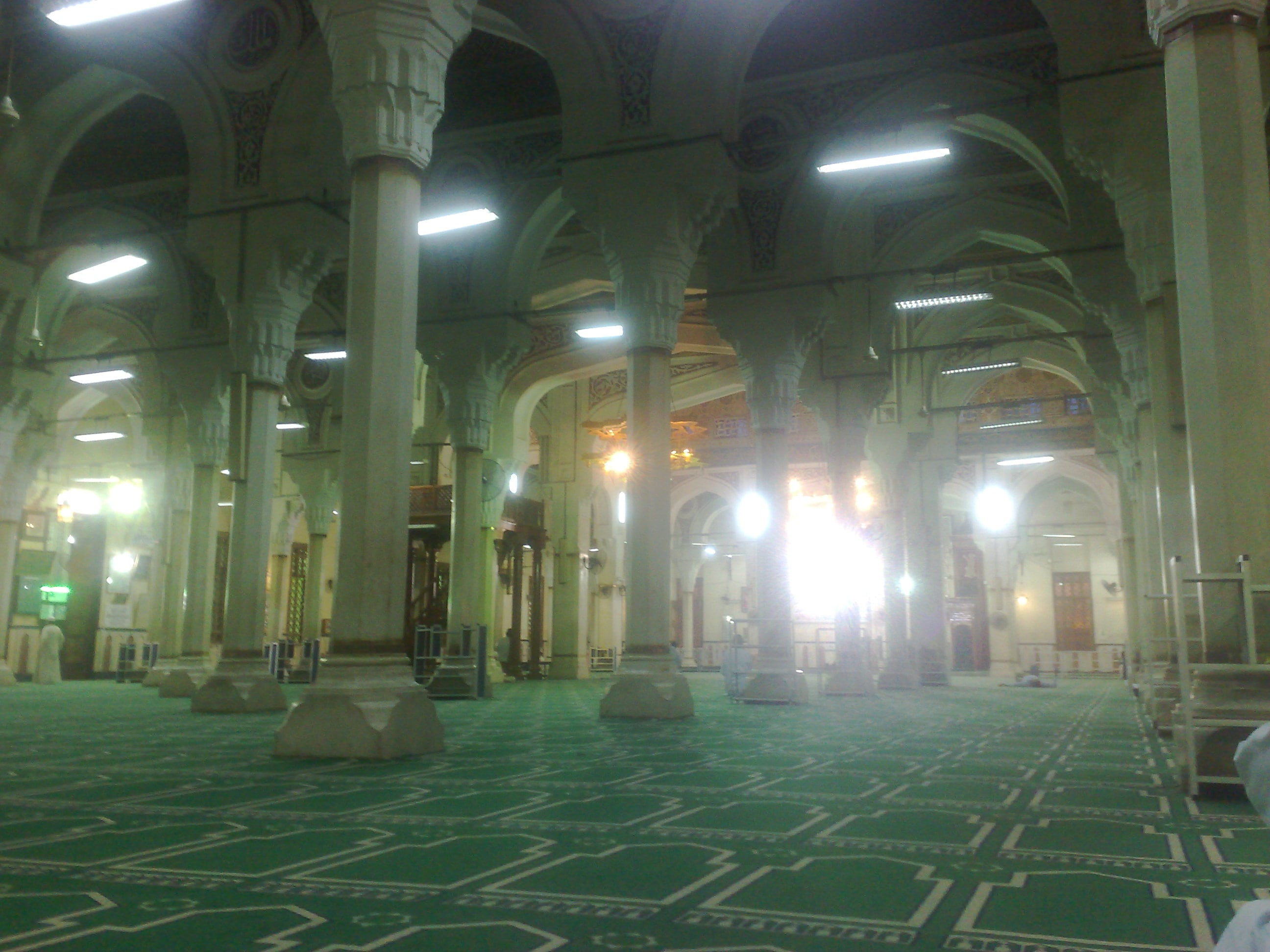 Inside-Mosque_of_Saint_Ibrahim_El-Desouki