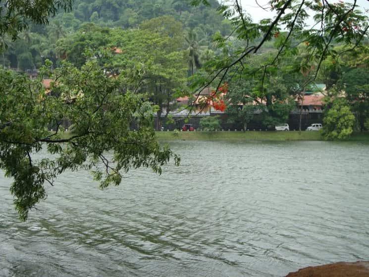 بحيرة كاندى سيريلانكا