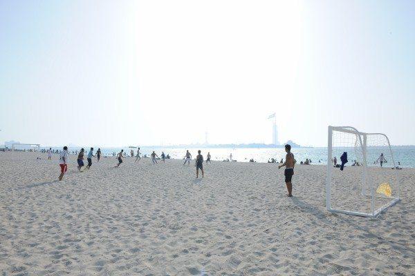 أنشطة في شاطئ البطين بأبو ظبي