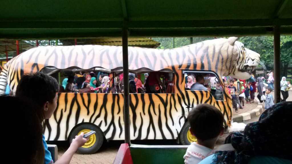 حديقة حيوان راغونان اندونيسيا