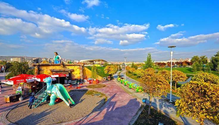 أنشطة في حديقة أرض العجائب في أنقرة تركيا