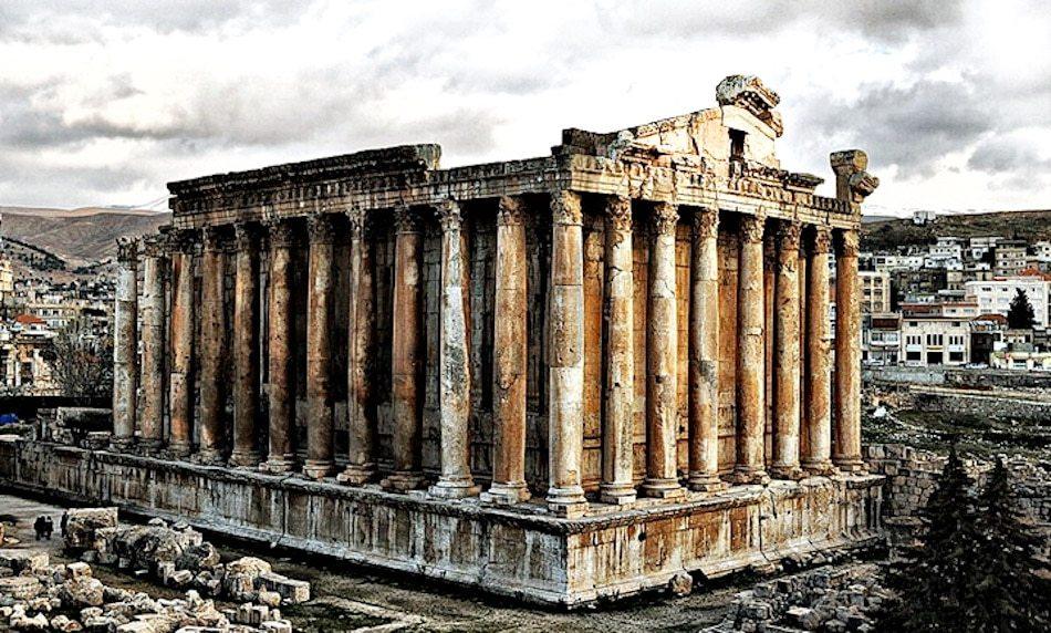 قلعة بعلبك أو القلعة الرومانية تعتبر من أكثر المعالم الأثرية في مدينة بعالبك