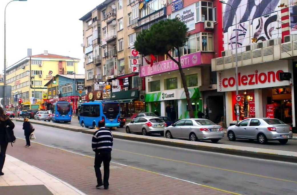 أنشطة في شارع بغداد أسطنبول تركيا