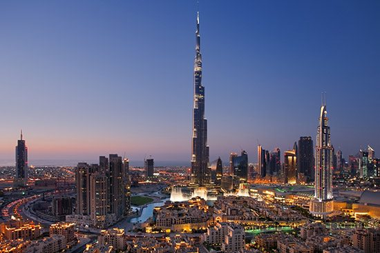 أنشطة في نافورة دبي الامارات