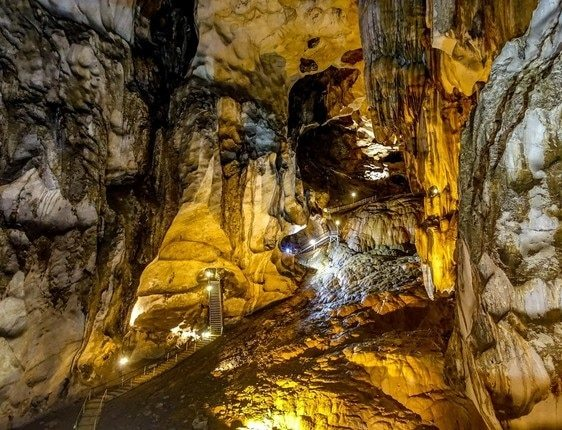 The largest cave in Malaysia is the Timborgh Cave