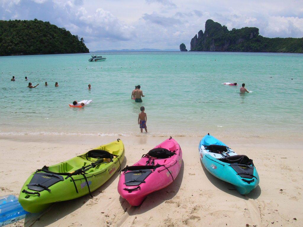 جزيرة جيمس بوند فى خليج فانغ فى تايلاند