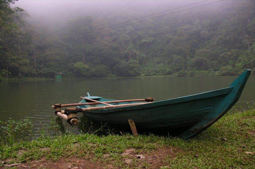 화려한 호수 Ponshak 인도네시아