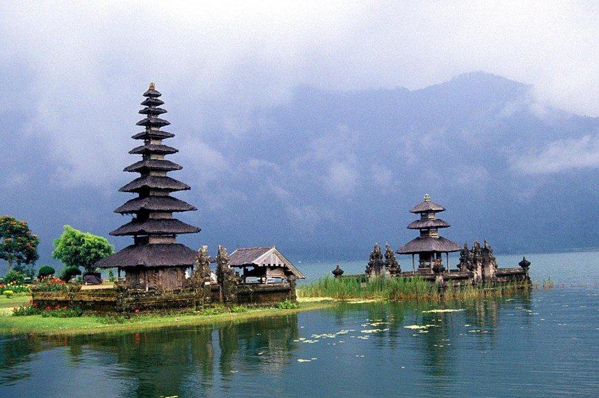 بحيرة بورا أولان دانو براتان بالي اندونيسيا
