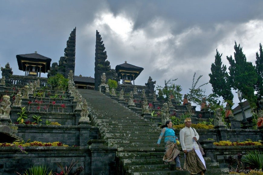 معبد بيساكيه الأم بالي اندونيسيا