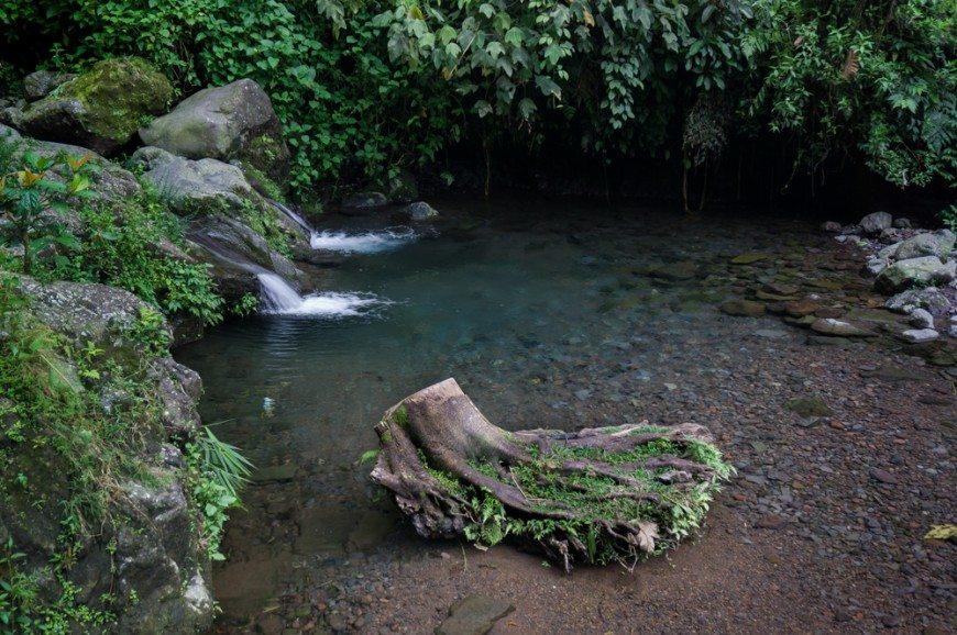 شلالات جاكرتا اندونيسيا