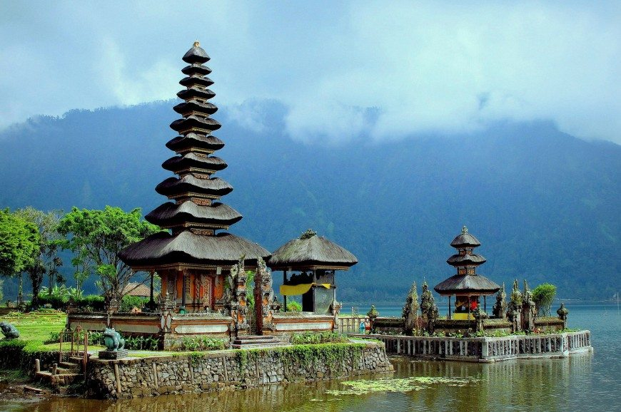 بحيرة بيراتان بالي اندونيسيا