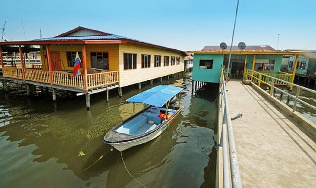 القرية المائية في جزيرة لابوان ماليزيا