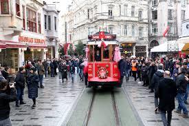 أنشطة في شارع الاستقلال أسطنبول تركيا من اعرق و اشهر شوارع مدينة اسطنبول التجارية