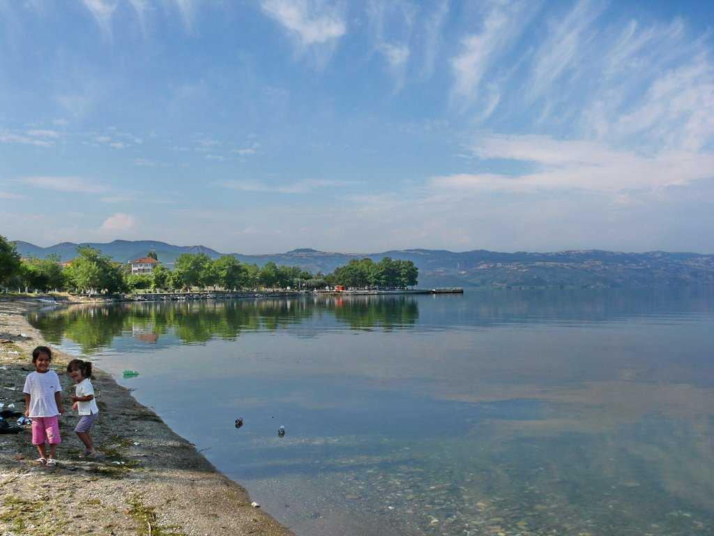 أنشطة في بحيرة أزنيك بورصة تركيا