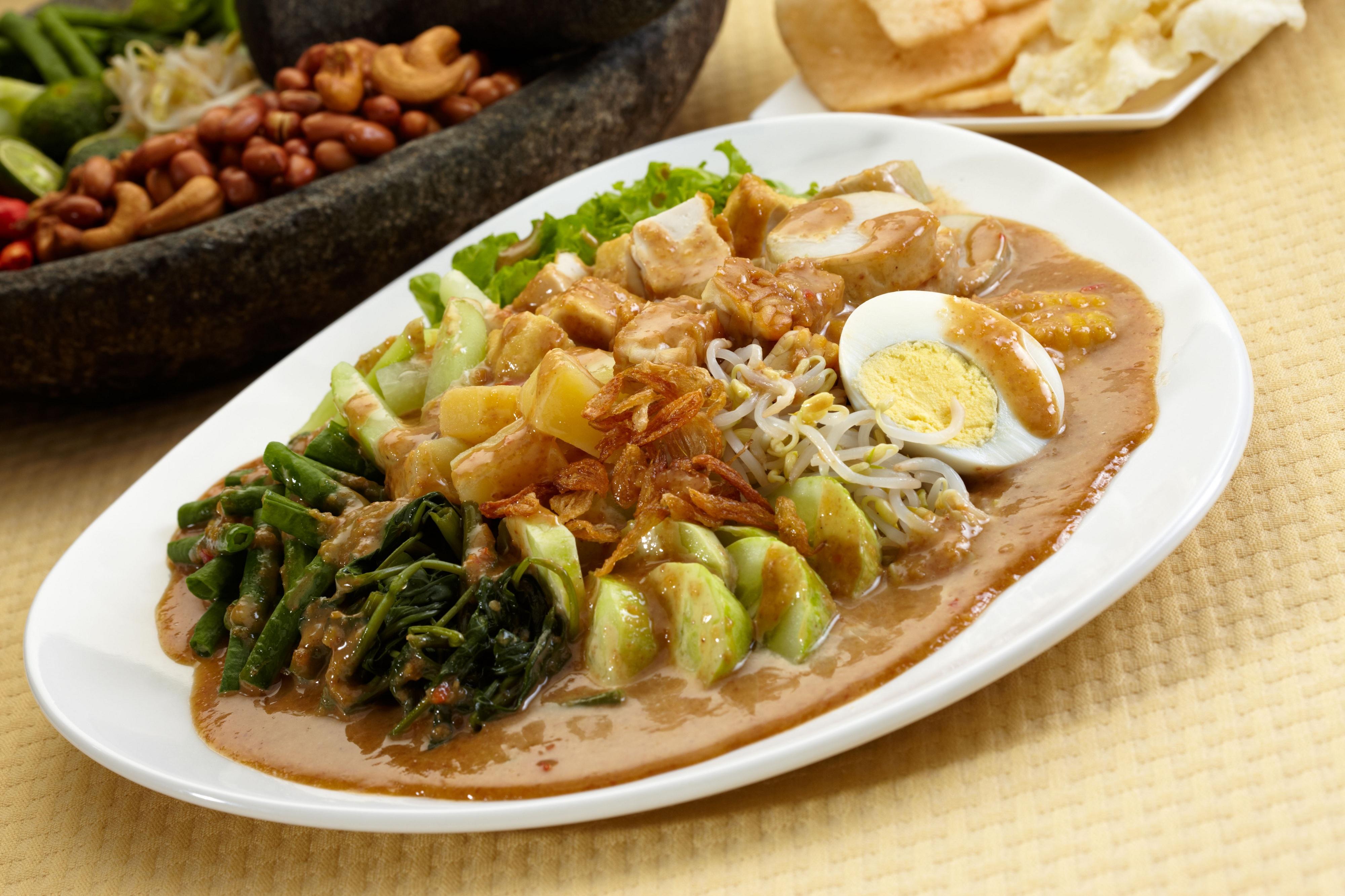 تعرف علي أشهر الأطباق الإندونيسية
