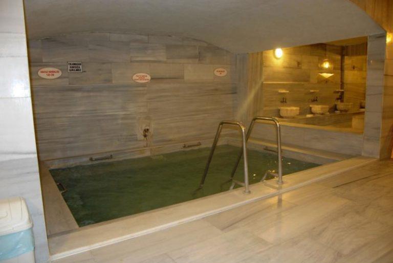 حمامات الينابيع الساخنة في بورصة تركيا