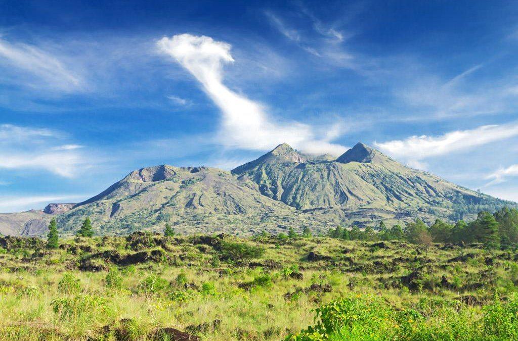 بركان كينتاماني العظيم في جزيرة بالي