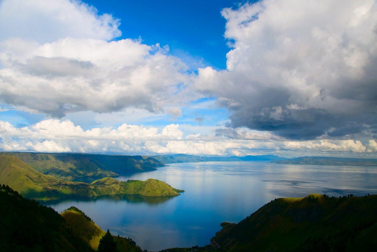افضل الاماكن السياحية في اندونيسيا بحيرة توبا