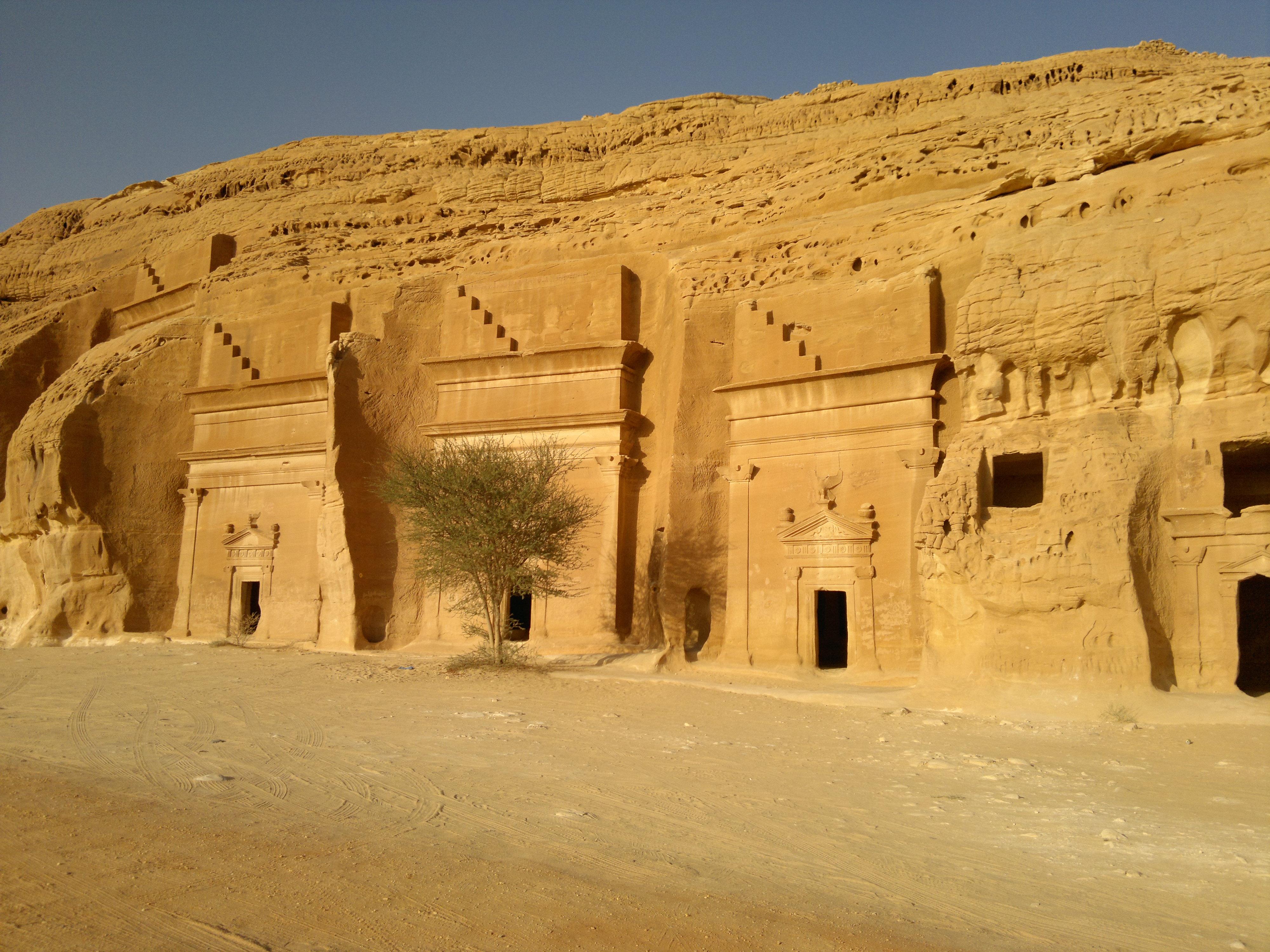 الانشطة السياحية فى العلا ومدائن صالح فى السعودية