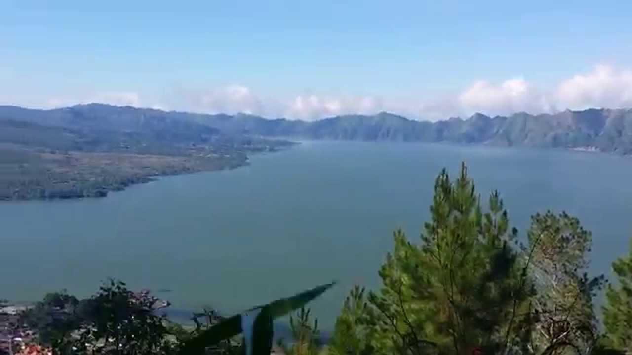 أكبر بحيرة بركانية في العالم إندونيسيا