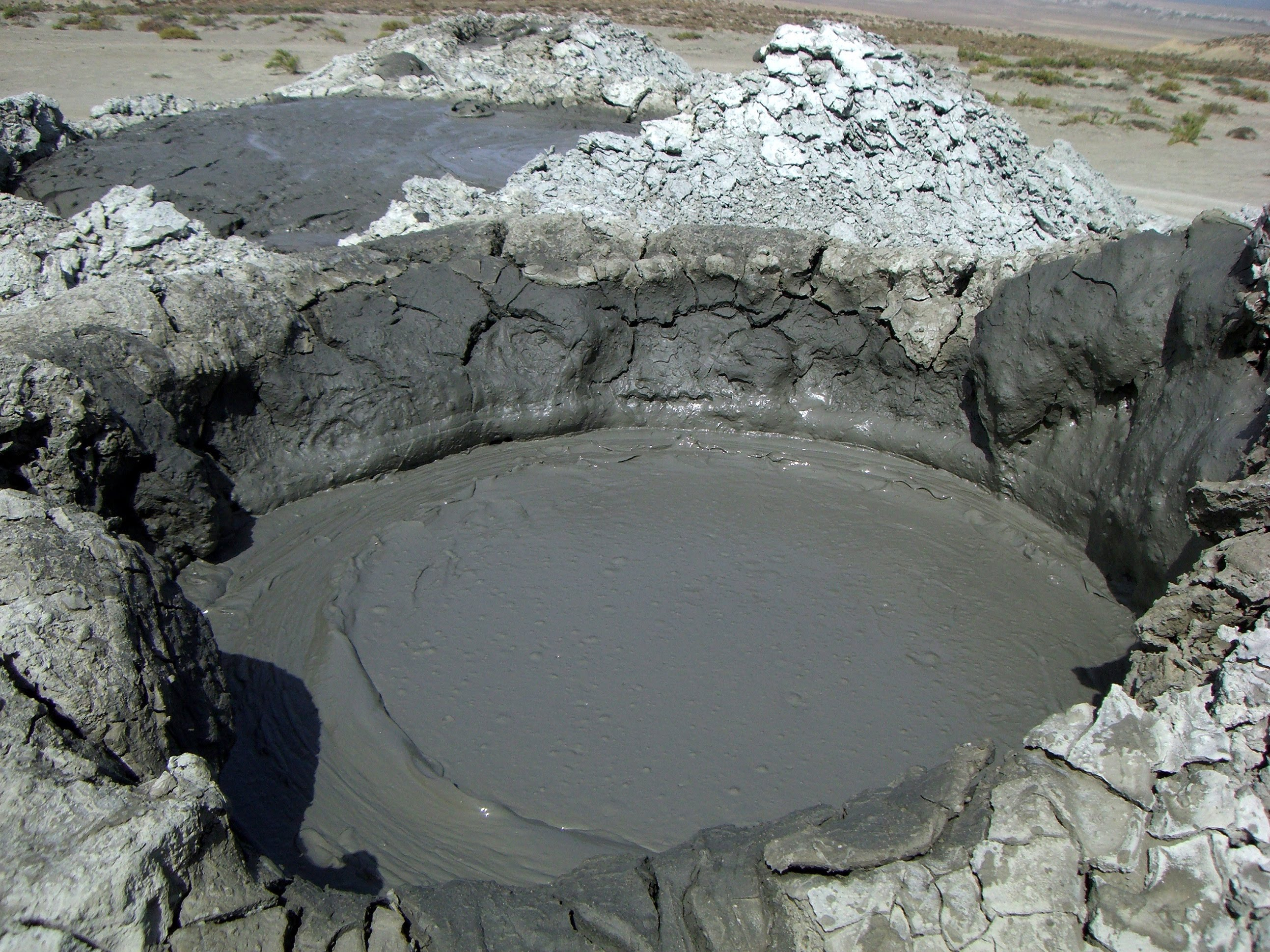 جوبوستان ومتعه البراكين الطينية | استمتع بالبراكين الطينيه فى جوبوستان اذريبجان